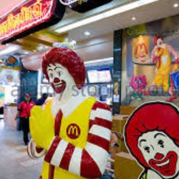 Photo taken at McDonald's by Yong J. on 7/14/2016