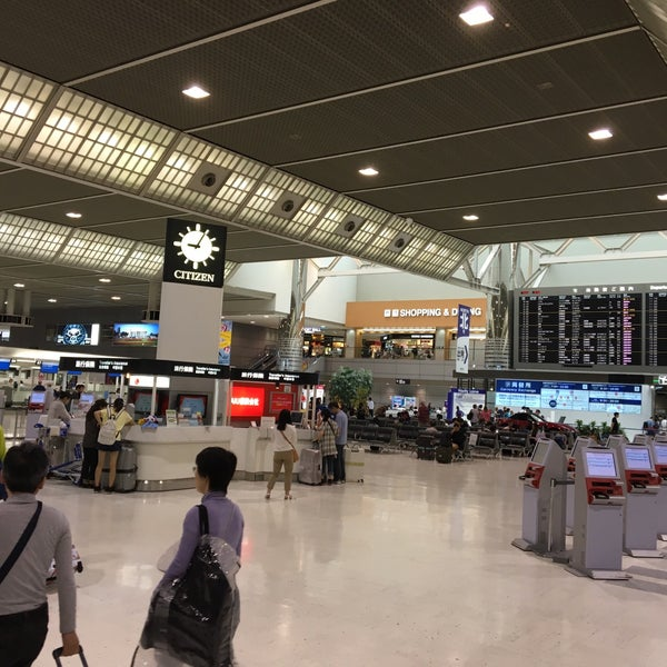 Photo taken at Departure Lobby - Terminal 2 by 浅井 暢. on 7/21/2016