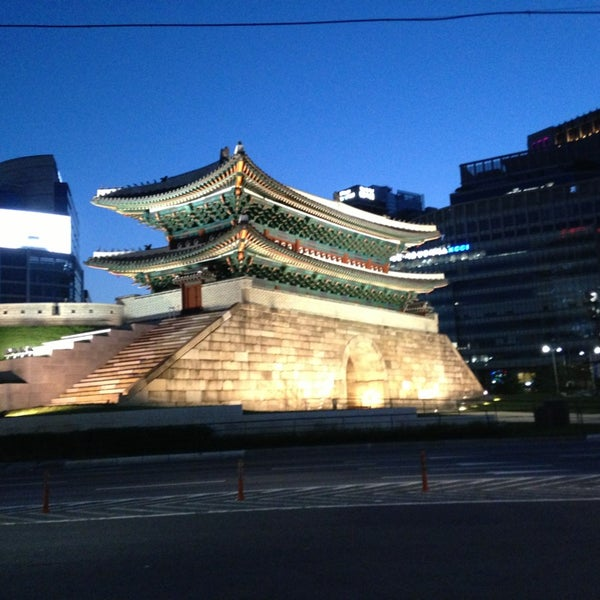 Photo taken at 숭례문 (崇禮門, Sungnyemun) by Hyeona L. on 6/1/2013