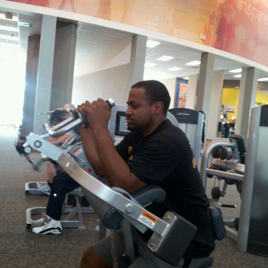 Photo taken at LA Fitness by DJMrfamous N. on 3/29/2012
