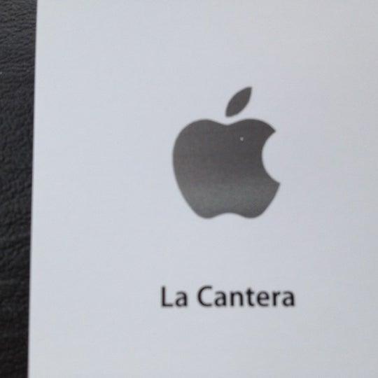 Photo taken at Apple Store, La Cantera by Darrell H. on 5/8/2012