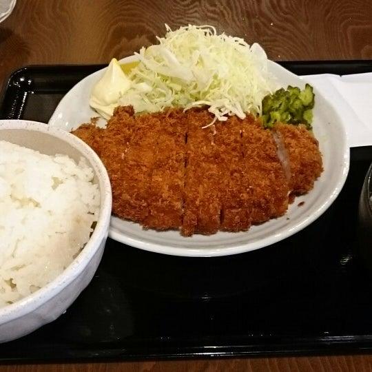 Photo taken at 日本橋 紅とん 池袋ビックリガード店 by yama Y. on 3/25/2015