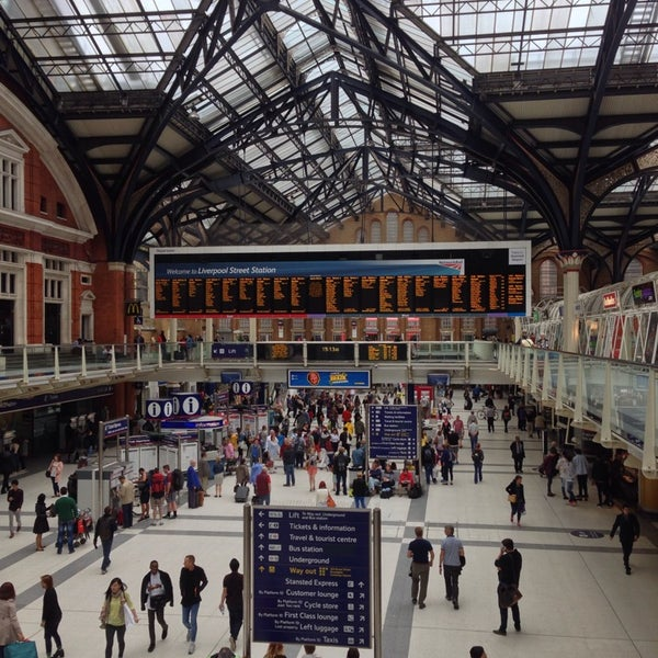 Photo taken at London Liverpool Street Railway Station (LST) by Fabiana G. on 6/28/2014