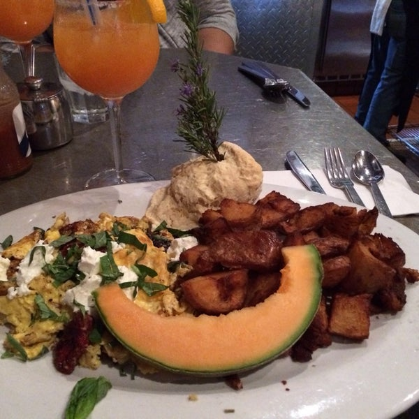Photo taken at Hash House a Go Go by jen on 3/1/2014