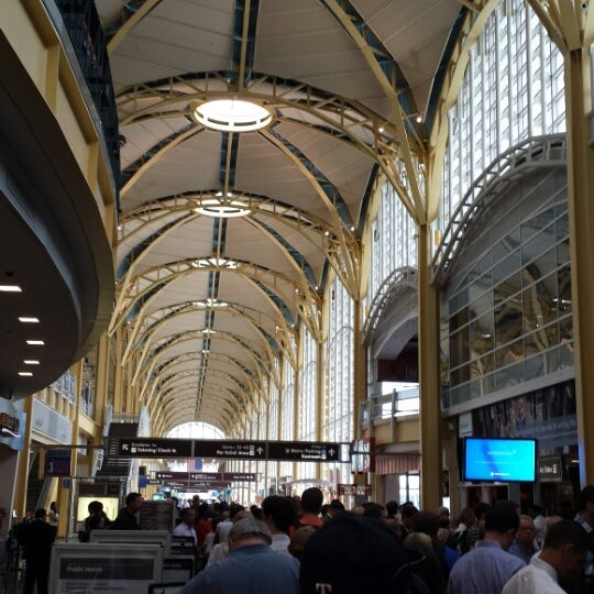 Photo taken at Ronald Reagan Washington National Airport (DCA) by Omar A. on 6/17/2013