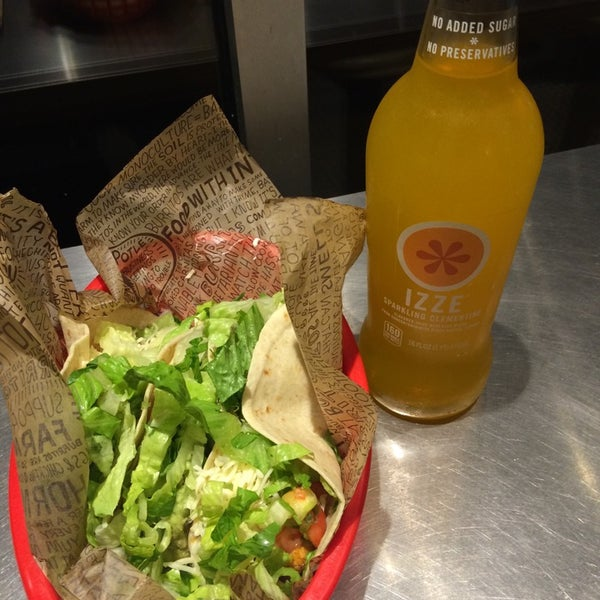 Photo taken at Chipotle Mexican Grill by Alex E. on 9/5/2014