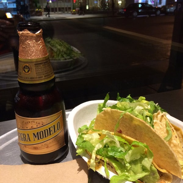 Photo taken at Chipotle Mexican Grill by Alex E. on 11/18/2014
