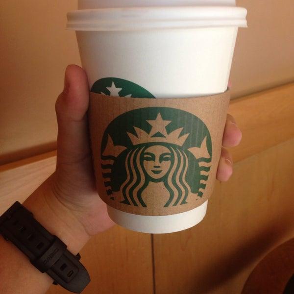 Photo taken at Starbucks (สตาร์บัคส์) by Sn on 4/2/2015