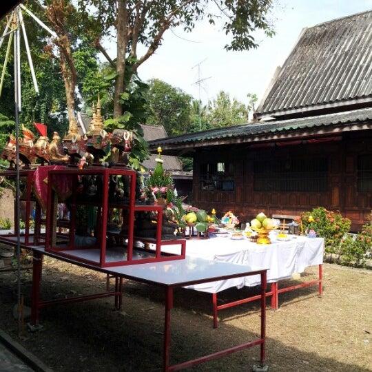 Photo taken at วัดดอนตูม บ้านโป่ง by Nath Nina on 12/10/2012