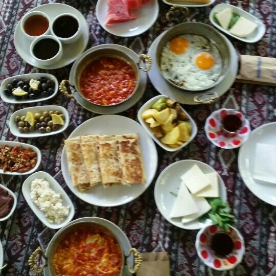 Photo taken at Yavuz'un Yeri by Sidika on 6/9/2016