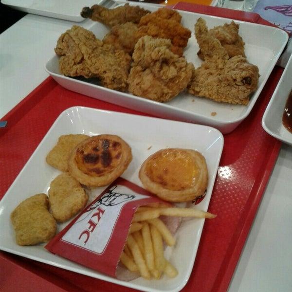 Photo taken at KFC by pinnut .. on 2/14/2016