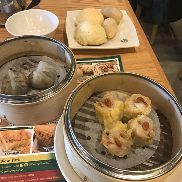 Photo taken at Tim Ho Wan by Foxxy B. on 12/20/2016