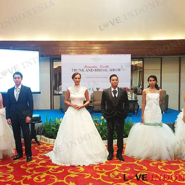 Manna Indonesia persembahkan Fashion Show Alessandra Ferretti Couture Trunk and Bridal.