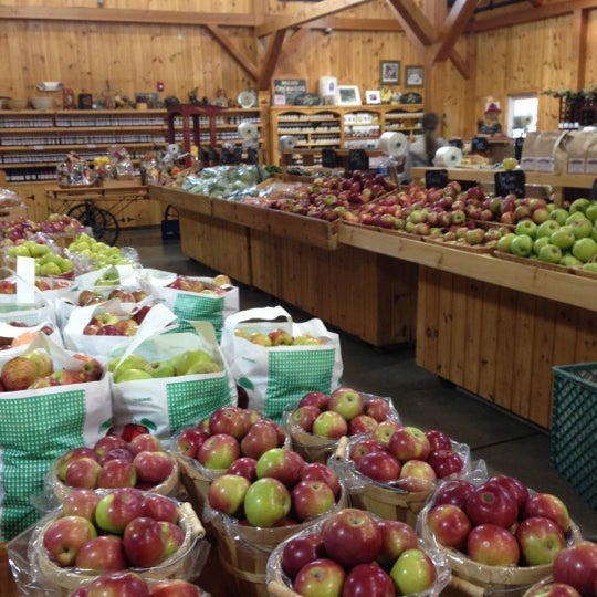 Photo taken at Mann Orchards Farm Store & Bakery by John L. on 10/8/2012