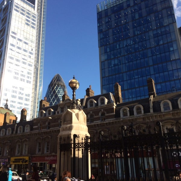 Photo taken at London Liverpool Street Railway Station (LST) by Gamze G. on 7/1/2014