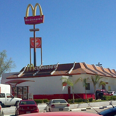 Photo taken at McDonald's by Edgar Sandoval on 2/4/2013