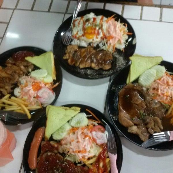 Photo taken at Food Center (ศูนย์อาหารเมืองทองธานี) by Noon P. on 2/18/2015