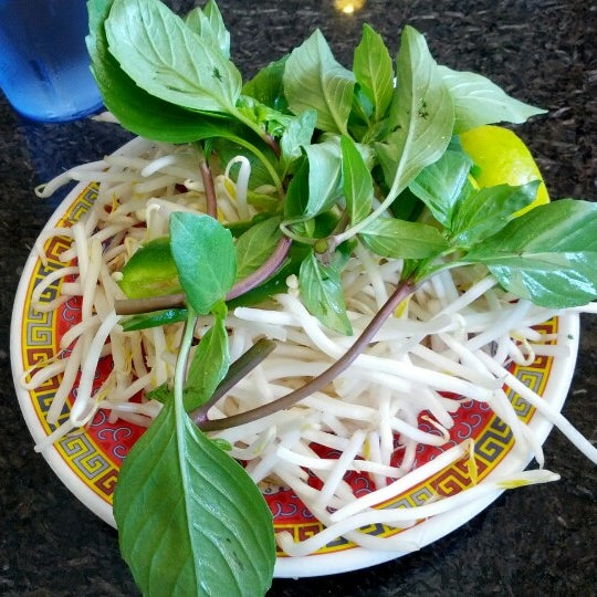 Photo taken at Phở Kim Long by Ricky W. on 11/4/2012