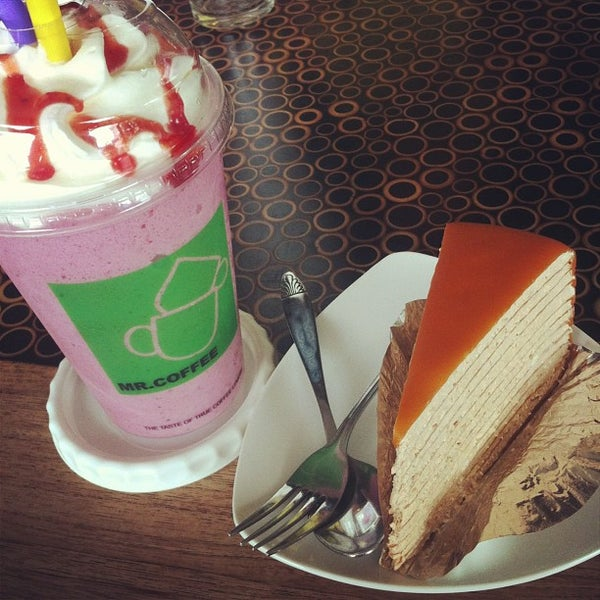 Photo taken at MR.COFFEE by Nui K. on 7/23/2013