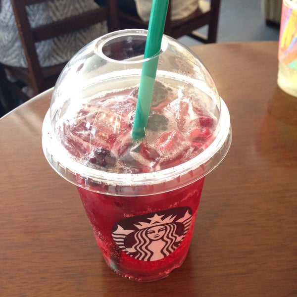 Photo taken at Starbucks by Hyunju K. on 7/6/2015