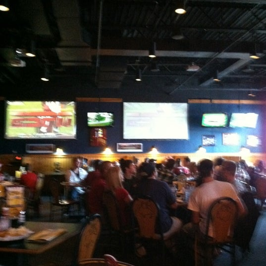Photo taken at Buffalo Wild Wings by Eme B. on 10/13/2012