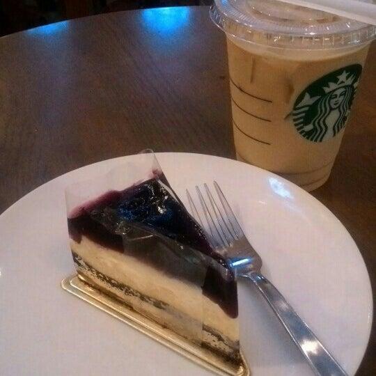 Photo taken at Starbucks by Dian E. on 8/26/2015
