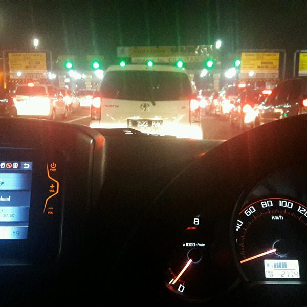 Photo taken at Gerbang Tol Cililitan by Tommy H. on 12/3/2016