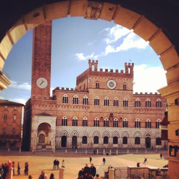 Photo taken at Piazza del Campo by SirCambiozzi on 1/25/2013