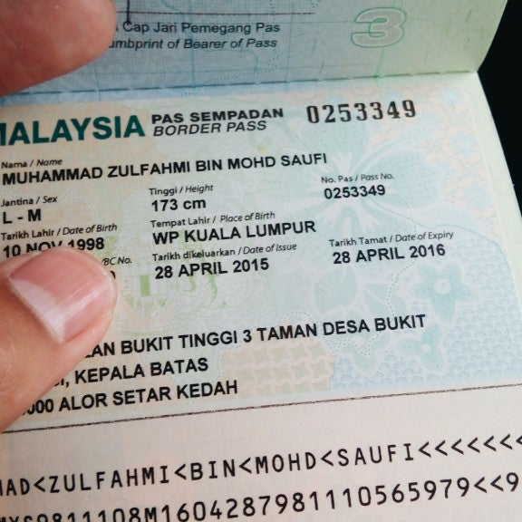 Photo taken at Bukit Kayu Hitam Immigration Complex by Zul M. on 4/30/2015