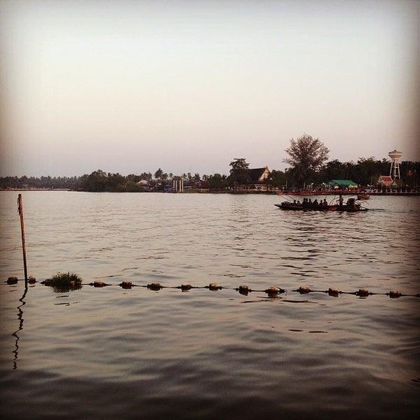 Photo taken at บ้านชมวิว (Baan Chom View) by Zileena J. on 12/22/2013