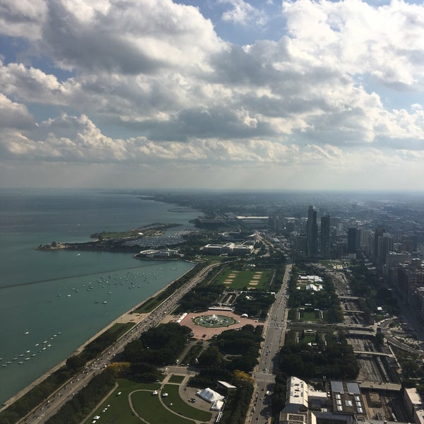 Photo taken at Aon Center by Yang C. on 10/5/2016