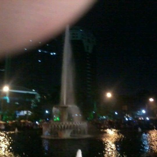 Photo taken at Bundaran Hotel Indonesia (Monumen Selamat Datang) by Saga N. on 12/31/2012