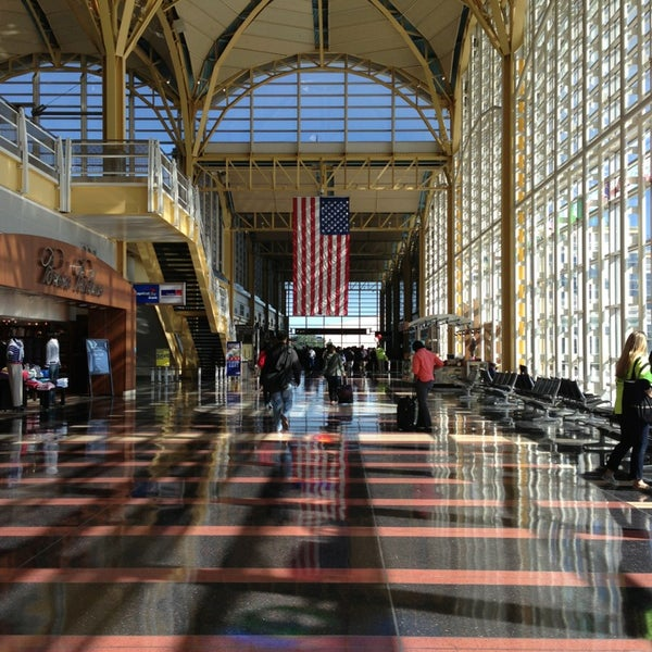 Photo taken at Ronald Reagan Washington National Airport (DCA) by Melanie M. on 5/25/2013