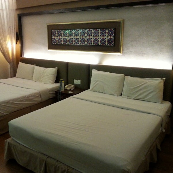 Strategically located in the city. Short walk to jonker street. Hotel lobby, courtyard decorated in peranakan deco&furniture,  rooms are clean, staffs are friendly. Free breakfast.