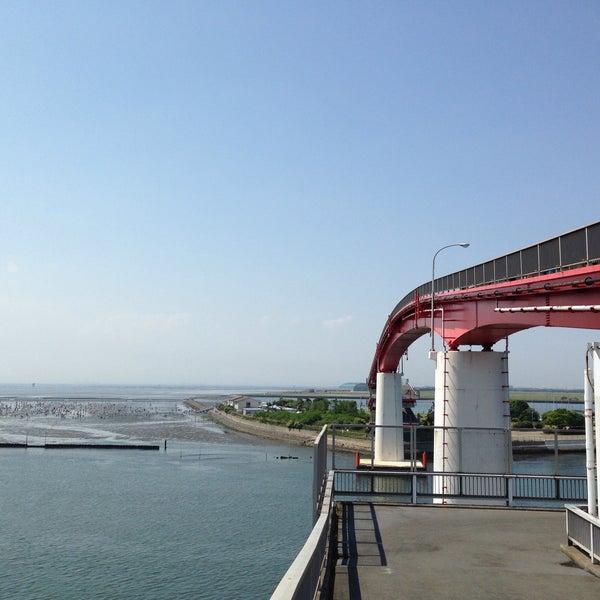 Photo taken at 中の島大橋 by ばくりんこ☆ on 5/10/2015
