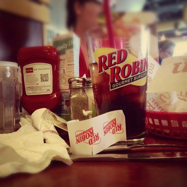 Photo taken at Red Robin Gourmet Burgers by Kyle R. on 2/17/2013