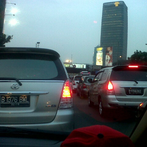 Photo taken at Perempatan Kuningan (Traffic Light) by Fanany R. on 7/18/2013