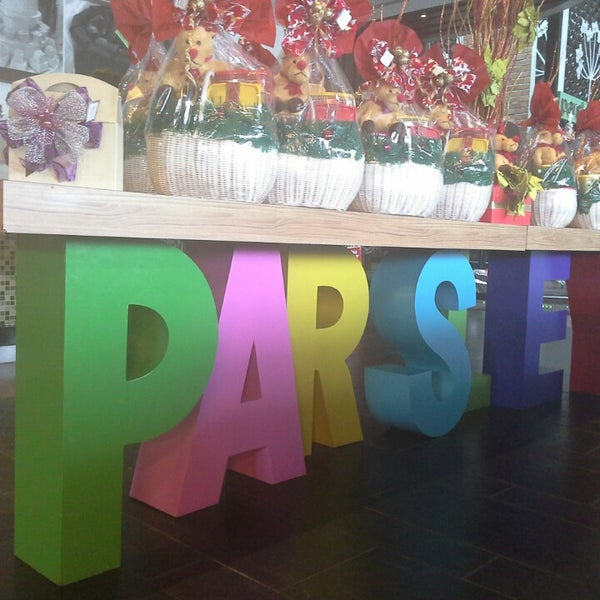 Photo taken at Parsley Bakery & Cake Shop by Kaka A. on 12/22/2013