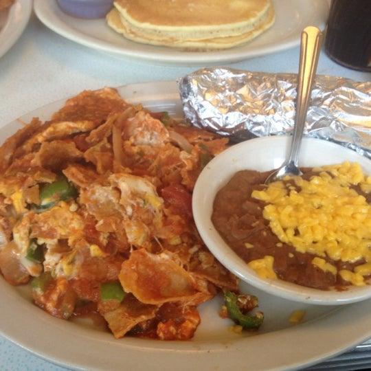 Photo taken at 59 Diner by Xochitl L. on 6/10/2012