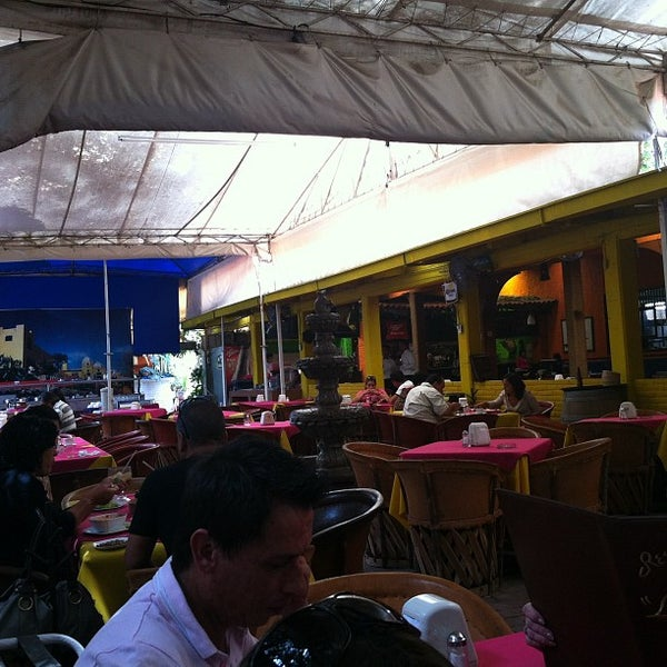 Los ponchos restaurante mexicano for Los azulejos restaurante mexicano