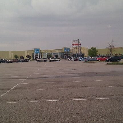 Photo taken at St. Louis Outlet Mall by Jeremy B. on 10/12/2011