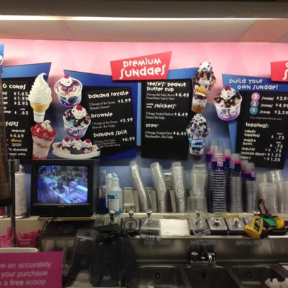 Photo taken at Baskin-Robbins by Cesangary on 9/7/2012
