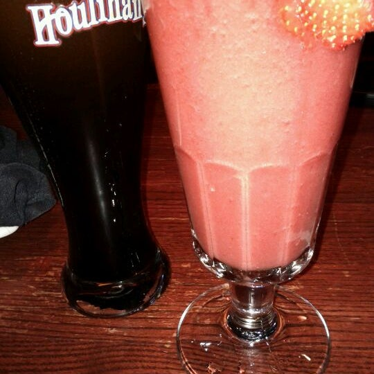 Photo taken at Houlihan's by Kaha H. on 3/31/2012
