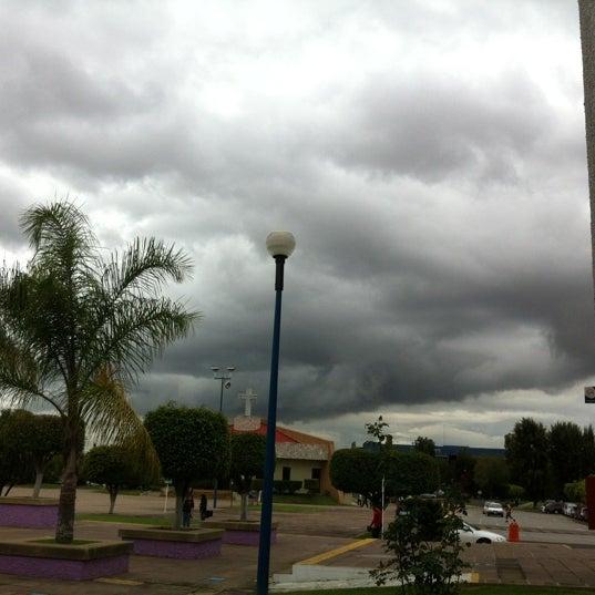 Photo taken at Universidad del Valle de Atemajac (UNIVA) by Arle V. on 8/14/2012