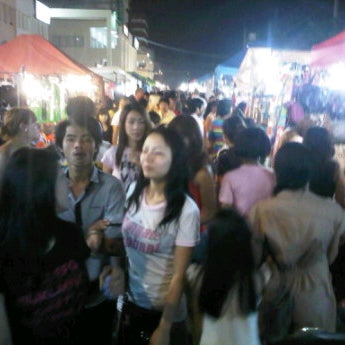 Photo taken at ตลาดนัด การเคหะ by Paveena T. on 11/18/2011
