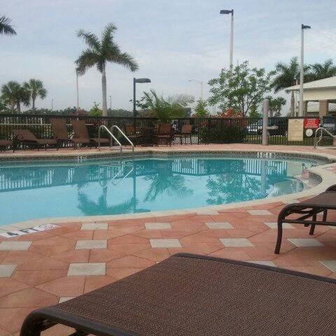 Hilton Garden Inn Fort Myers Airport Fgcu Hotel In Fort
