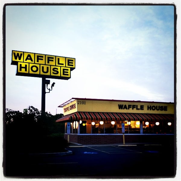 Photo taken at Waffle House by Ian W. on 8/29/2011