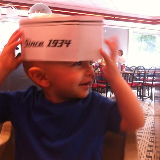 Photo taken at Steak 'n Shake by Mark V. on 8/18/2012