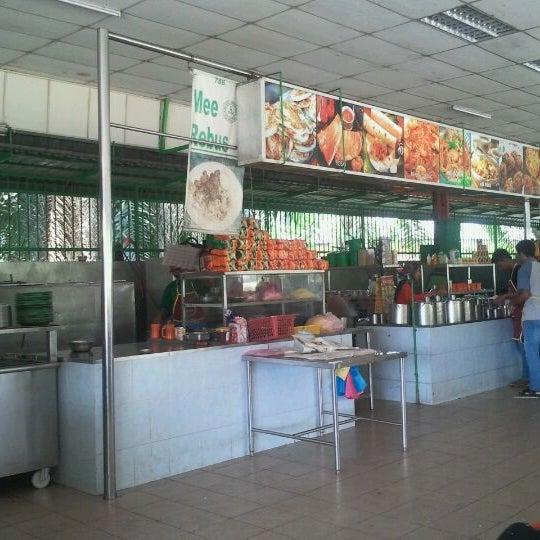 Photo taken at Gulam Rasul by Bas B. on 9/2/2011