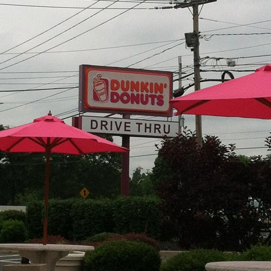 Photo taken at Dunkin Donuts by Lisa M. on 6/14/2012